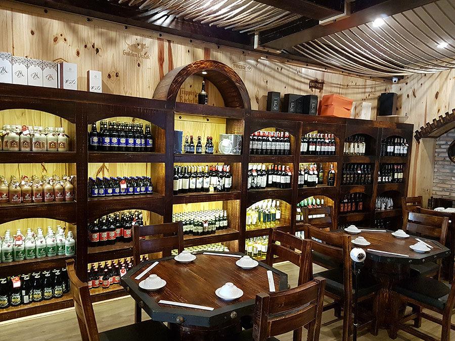 thiết kế cửa hàng rượu vang
